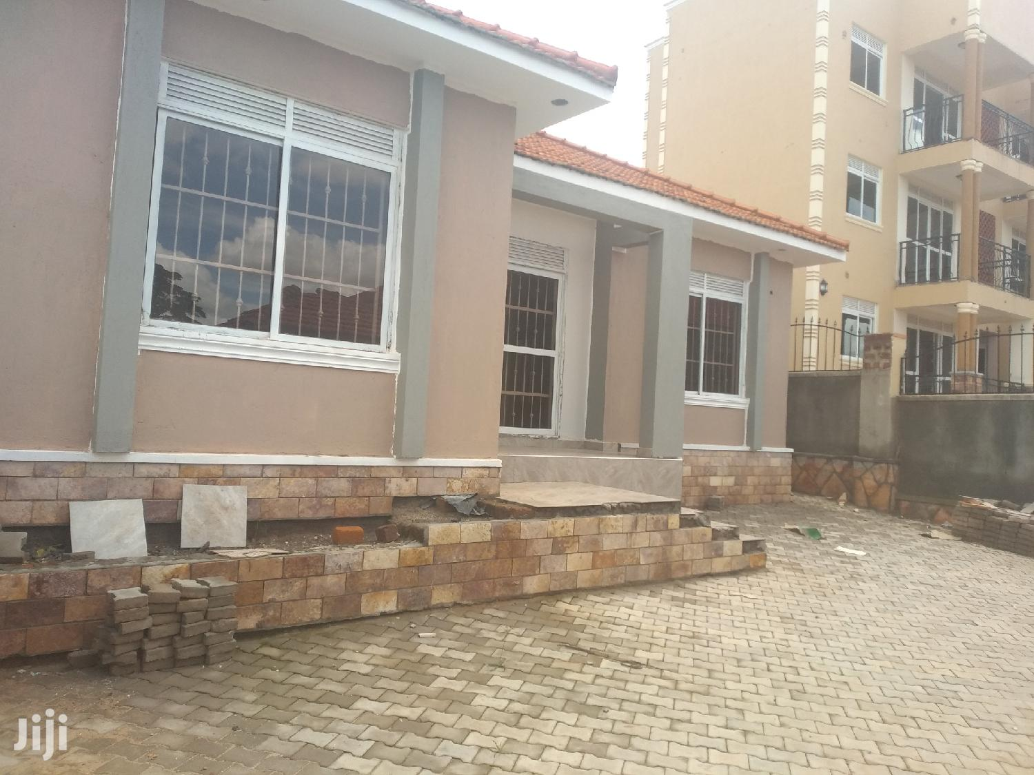 Three Bedrooms Boy's Quarter House for Sale in Kira With Ready Title