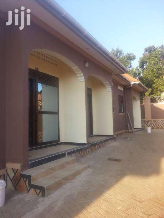 Brand New Hot Bedroom And Sitting Room In Kira