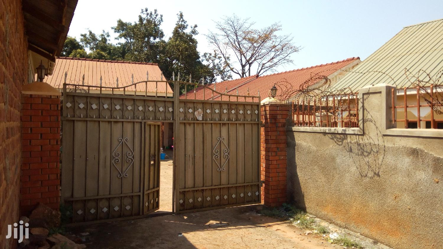 Archive: 6 Rentals Units In Bweyogerere For Sale